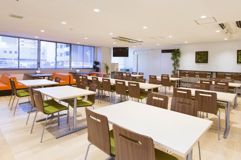 広々とした社員食堂